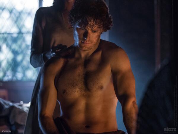 La série TV Outlander: une adaptation en cours (news, tournage, etc...) - Page 3 Shirtl10