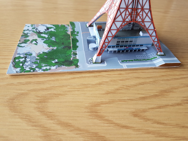 Mothra-Raupe vs. Tokyo Tower  / UHU 02 20170110