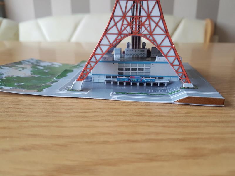 Mothra-Raupe vs. Tokyo Tower  / UHU 02 20170492