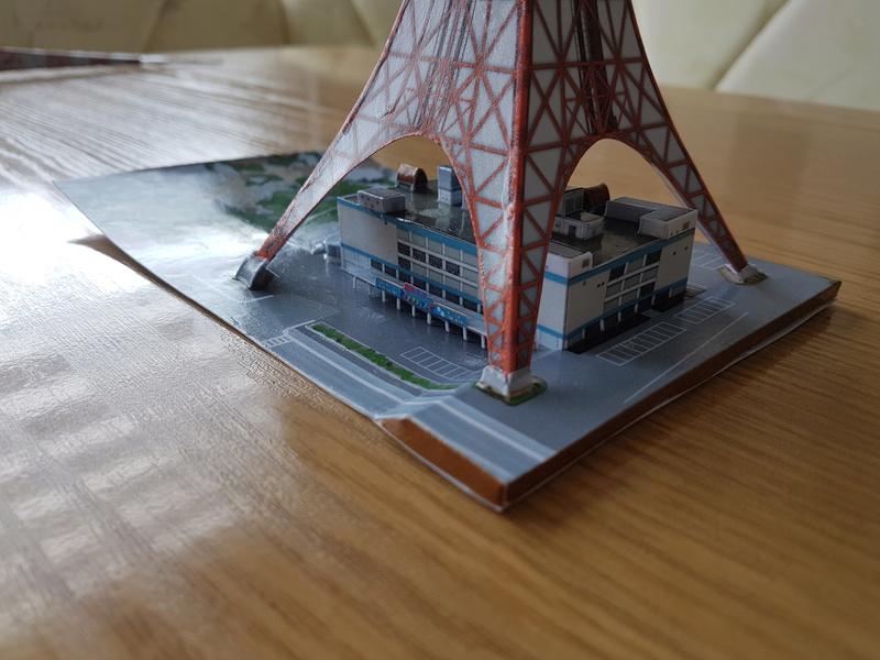 Mothra-Raupe vs. Tokyo Tower  / UHU 02 20170498