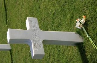 cimetière américain  colleville sur mer fleurissement des tombes  Img_4110