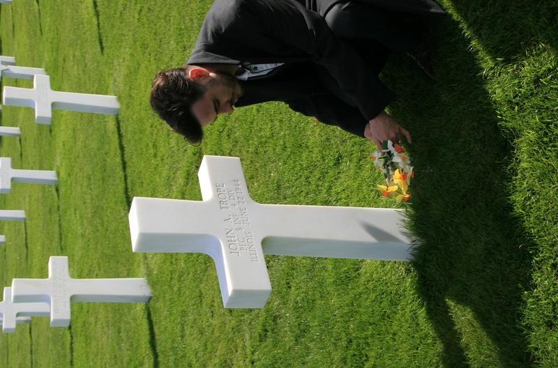 cimetière américain  colleville sur mer fleurissement des tombes  Img_4111