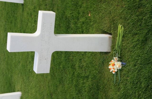 cimetière américain  colleville sur mer fleurissement des tombes  Img_4112