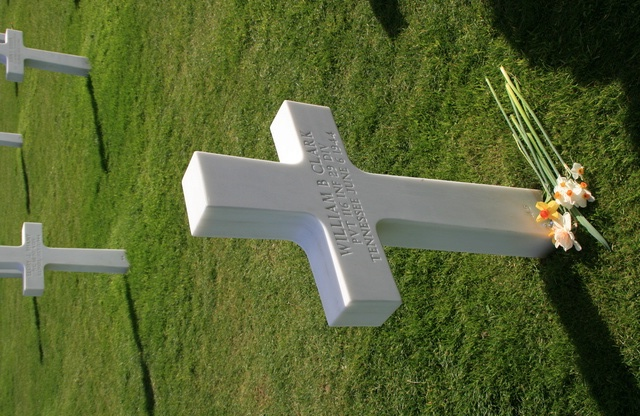 cimetière américain  colleville sur mer fleurissement des tombes  Img_4113