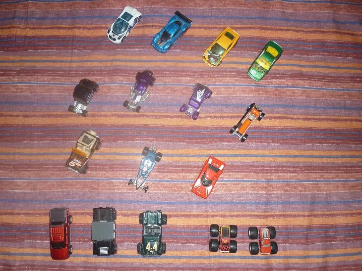 Lotto macchinine anni 90 - HOT WEELS & PENNY RACE Foto_227