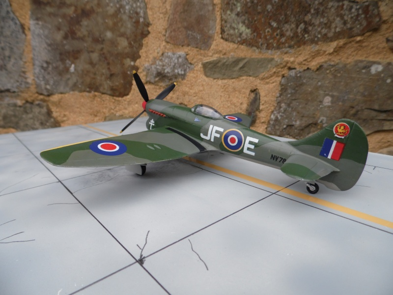 Hawker tempest Mkv (kit heller 1/72- avion de Pierre CLOSTERMAN) Sam_0054