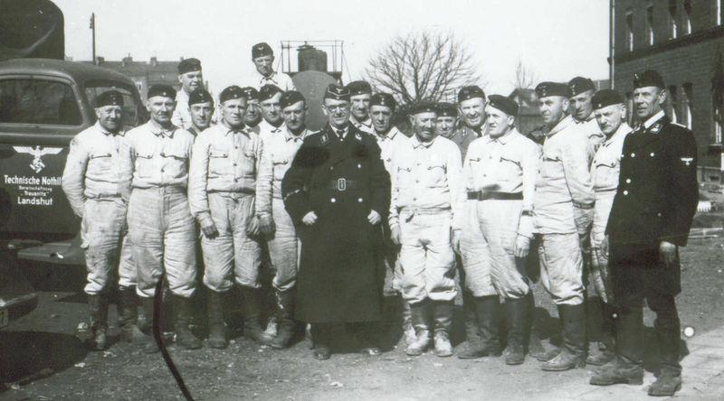 Identification d'un uniforme militaire allemand (1940 ?) Tn_110