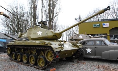 Les jouets militaires en tôle, plastique ou bois. 93821110
