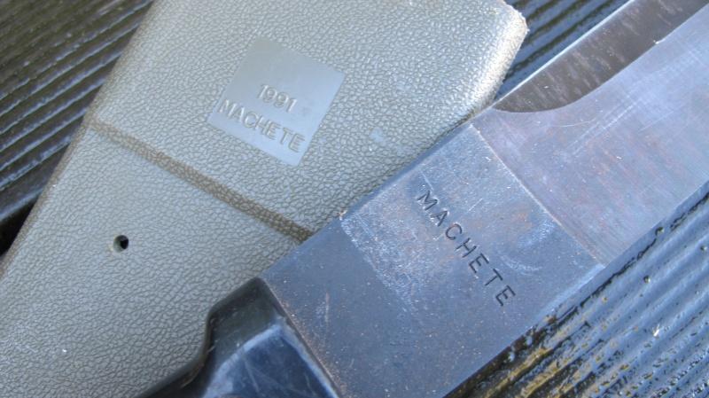 Vos Coupes- coupes , haches,machettes etc..     Img_3032