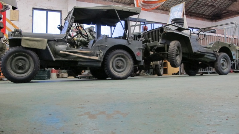 Une Jeep de manutention. Img_3140