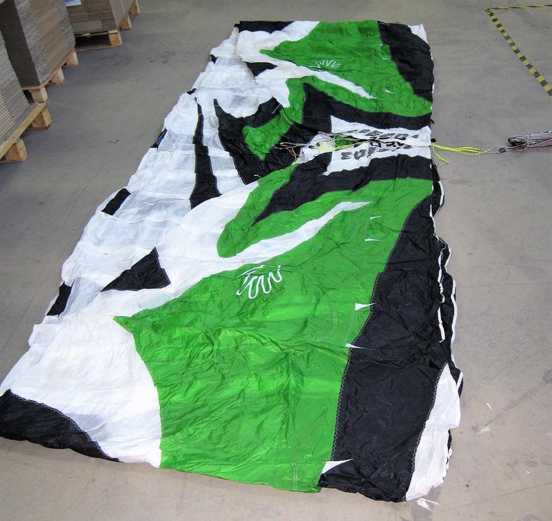 [VENDUE] Flysurfer Speed 3 CE (Deluxe) 12m - 600 € Img_0215