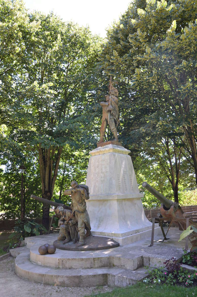 [Histoires et Histoire] Monuments aux morts originaux Français Tome 1 - Page 38 Dsc_0510