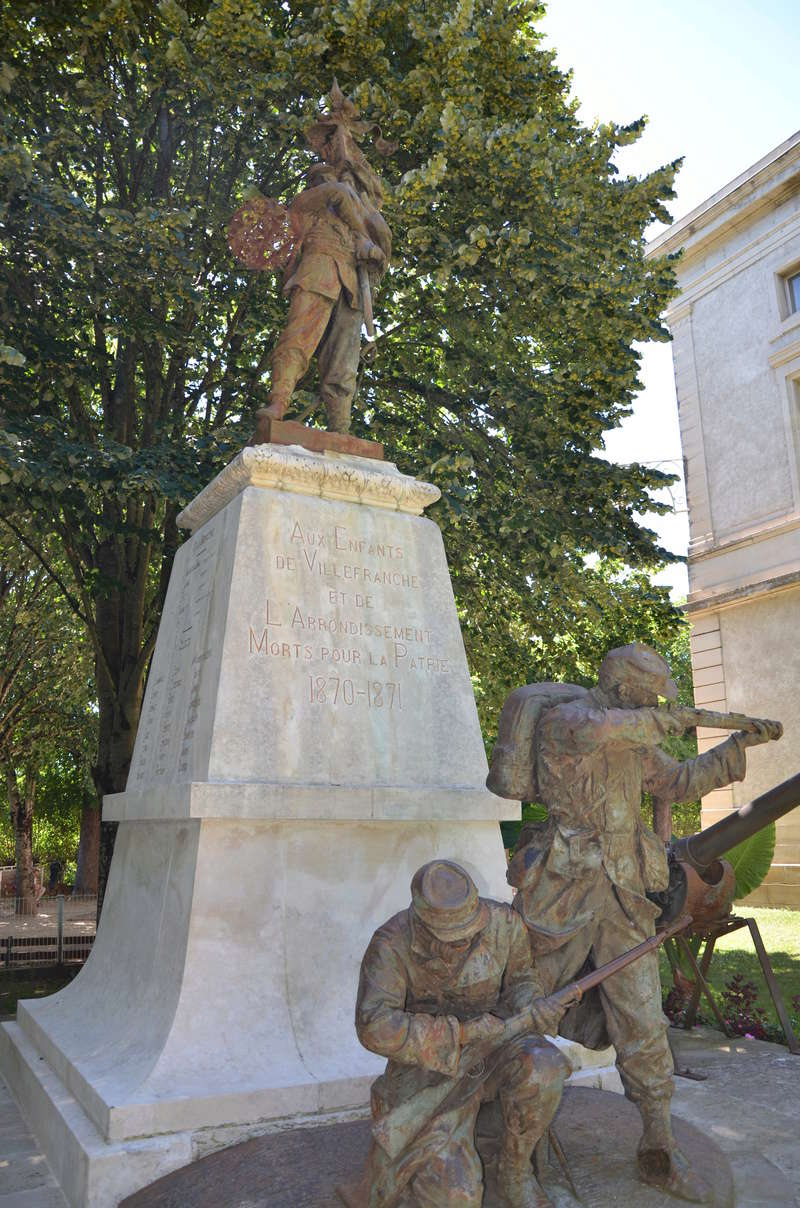 [Histoires et Histoire] Monuments aux morts originaux Français Tome 1 - Page 38 Dsc_0513
