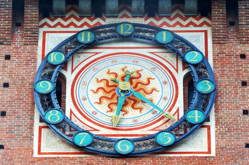 Reçu un beau diapo....Les horloges et pendules des rues..... - Page 44 Hor_k10