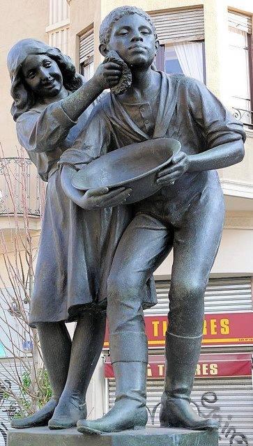 Des statues amusantes ! - Page 11 Sta_xx10