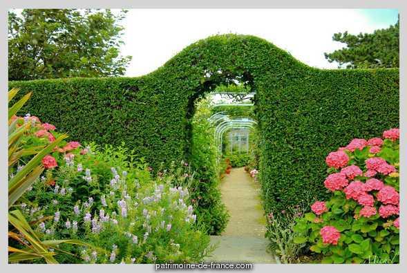 le musée et le jardin de Christian Dior à Granville 2ee4b410