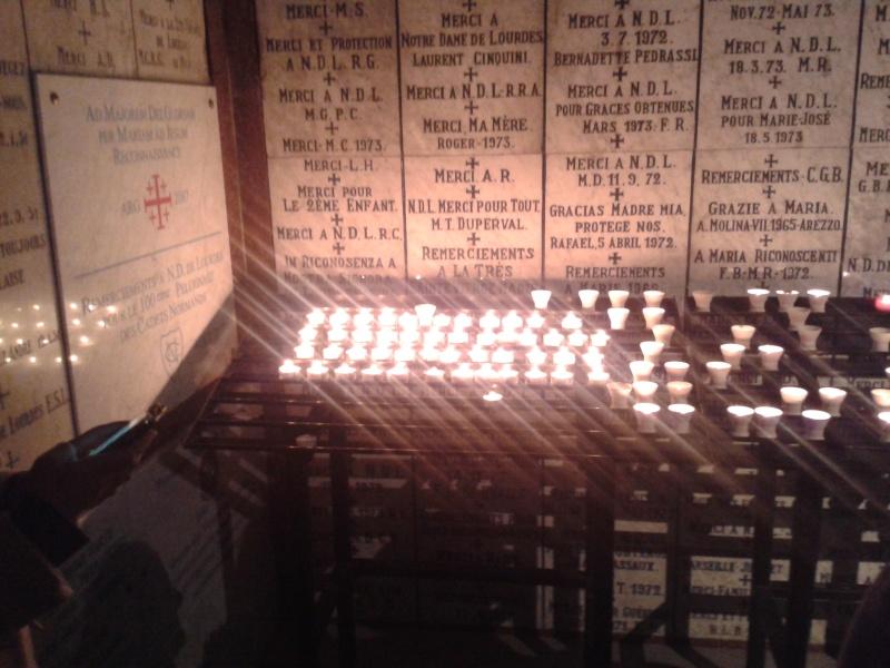 une bougie par anges qui brillera à Lourdes en cette fin d'année - Page 6 Dec20110