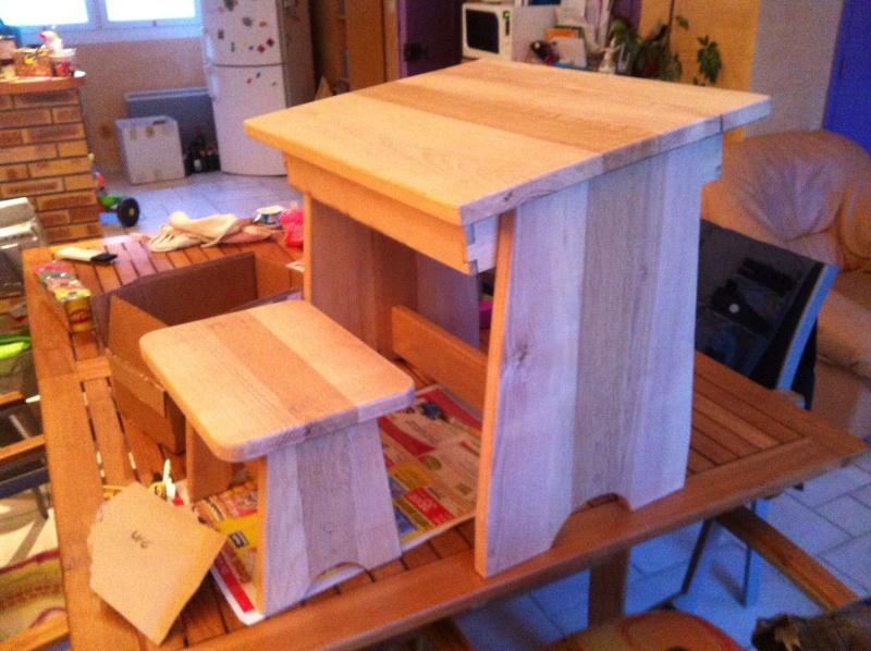 petite table pour petit bout de chou Img_1626
