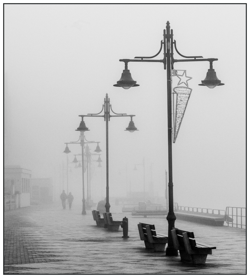 Brouillard sur la digue (Tamponné...) Img_0220