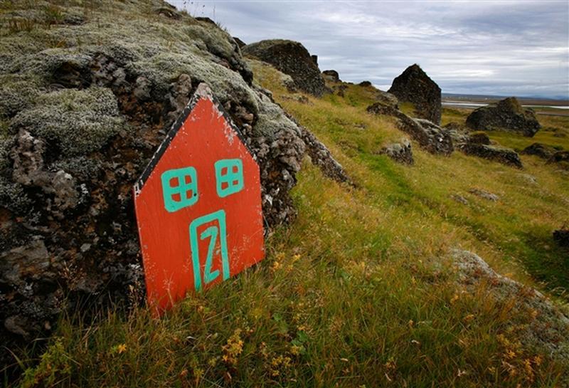 [Islande] Les défenseurs des elfes bloquent la construction d'une autoroute en Islande  13122210