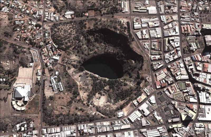 Un chien dans le Big Hole de Kimberley - Afrique du sud Big_ho10