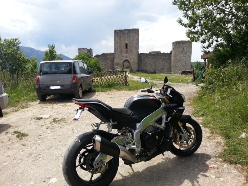 Photos de vous et de votre moto devant ....un château  - Page 2 20130611