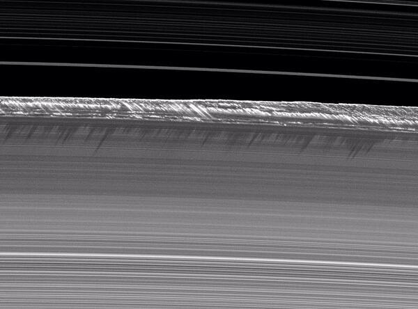 Vue spectaculaire des anneaux de Saturne par Cassini - Page 2 198