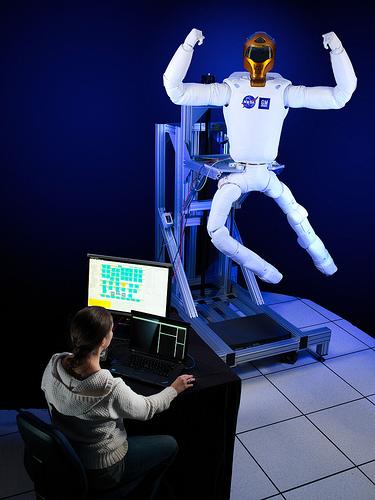 """Le """"Robonaute"""" de la NASA - Page 4 219"""