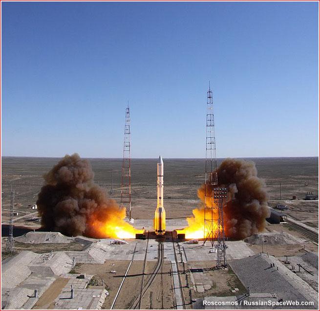 Lancement Proton-M / Loutch-5V + KazSat-3  - 28 avril 2014 Liftof10