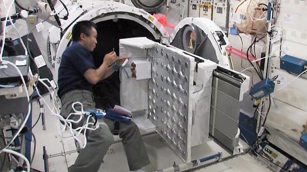 L'ISS lance ~35 pico sat Rack10