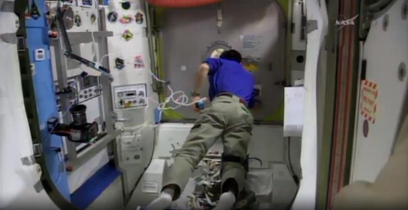 [ISS]EVA 26 - Remplacement du MDM EXT-2 défectueux - 23 avril 2014 Scree374
