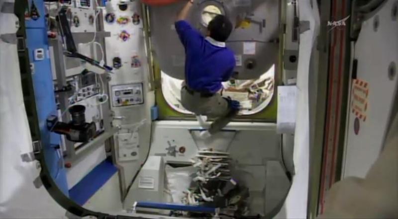 [ISS]EVA 26 - Remplacement du MDM EXT-2 défectueux - 23 avril 2014 Scree375