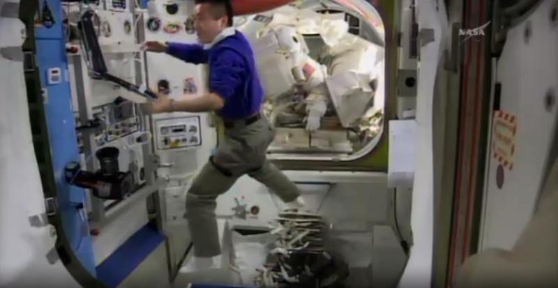 [ISS]EVA 26 - Remplacement du MDM EXT-2 défectueux - 23 avril 2014 Scree376
