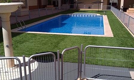 Las ventajas del césped artificial sin arena para las piscinas Imag0612