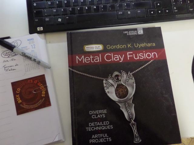 Quels sont vos livres préférés pour les pâtes de métal et la bijouterie en général ?  - Page 3 Sam_1411