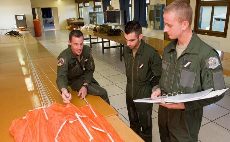 Parachutistes d'essai (ESOPE) est une unité particulière. Une spécialité d'élite. Brevet11