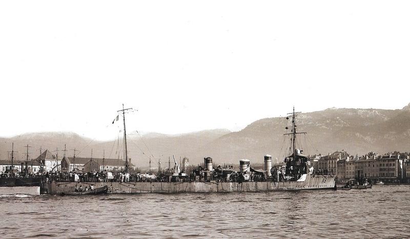 Navires de guerre Français 1914-1918 - Page 2 A219