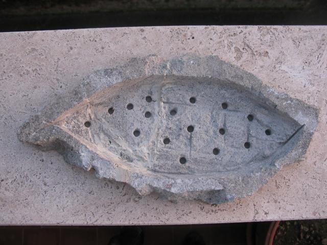 lastra/vaso in peperino Img_3426