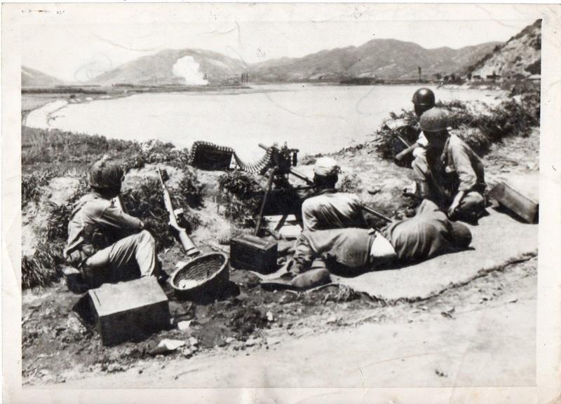 Les Images de la Guerre de Corée - Page 4 1951_210