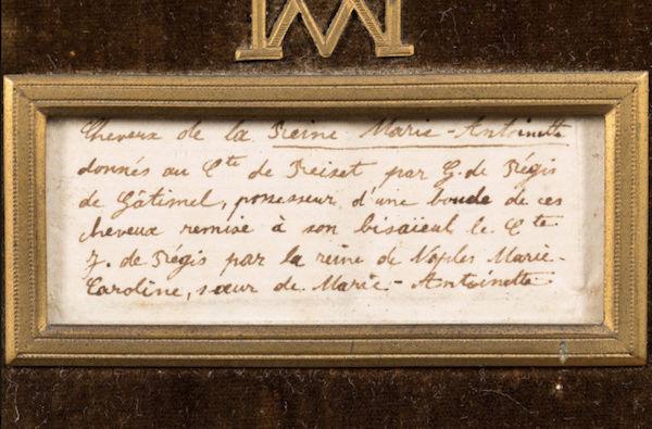 Les cheveux de Marie-Antoinette - Page 2 Captu159