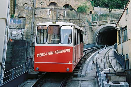 A project for a steepy slope garden: Fourvière funicular Fourvi12