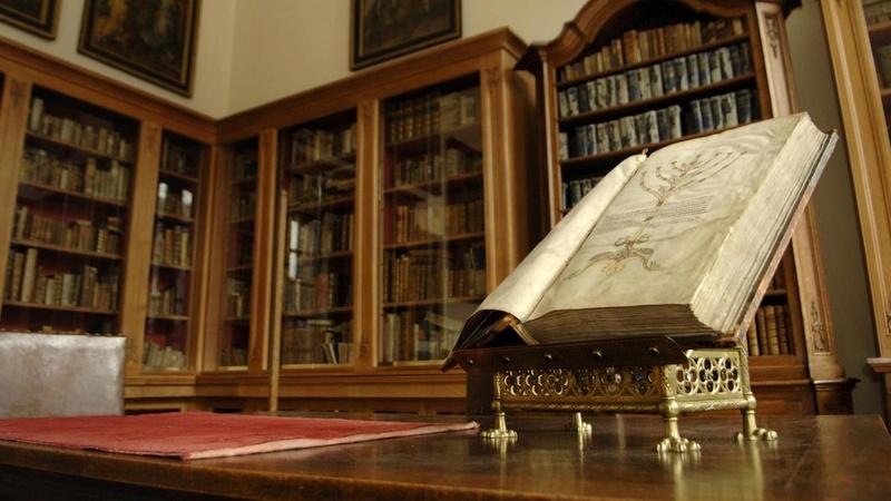 Découverte exceptionnelle : la bibliothèque d'un érudit du XVIIIe B9712310