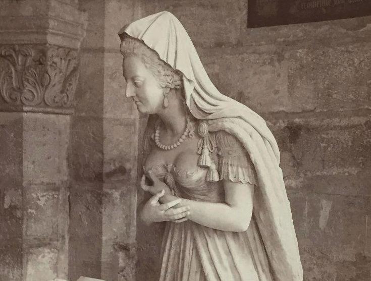 la basilique Saint Denis - Page 8 Zzclau12
