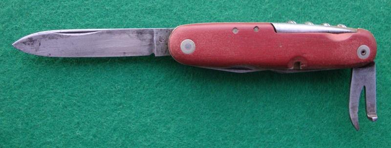 Et une autre coutellerie suisse qui a produit des Couteaux Officier Dsc06810