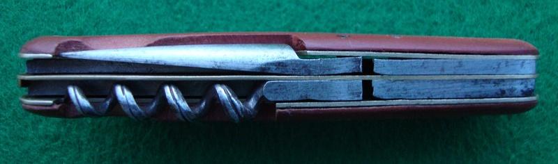 Et une autre coutellerie suisse qui a produit des Couteaux Officier Dsc06811