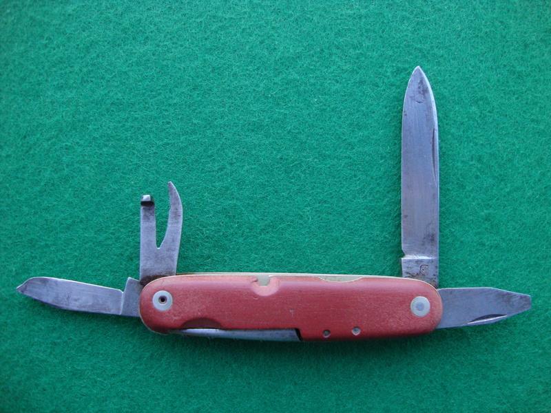 Et une autre coutellerie suisse qui a produit des Couteaux Officier Dsc06813