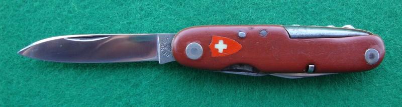 Couteaux de Soldat et Couteaux Officier Suisses. Dsc07211