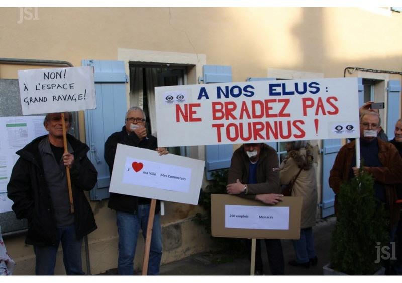 Beaucoup de bruit contre le projet de pôle économique au nord de Tournus Beaucoup de bruit contre le projet de pôle économique au nord de Tournus Mobili12