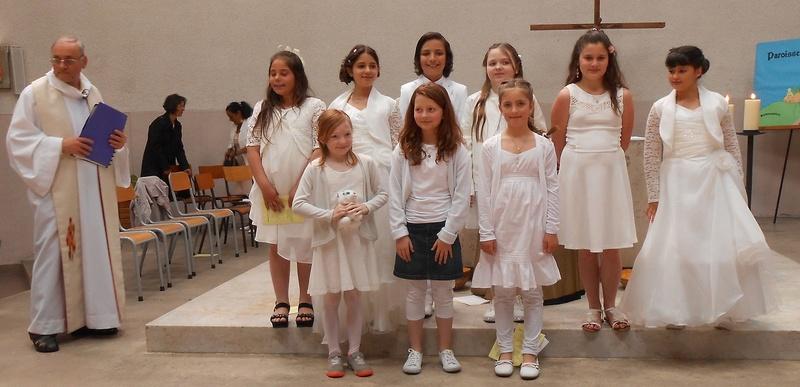 Trait d'Union du 21 mai 2017 - 1ère des communions pour 7 enfants Tu170515