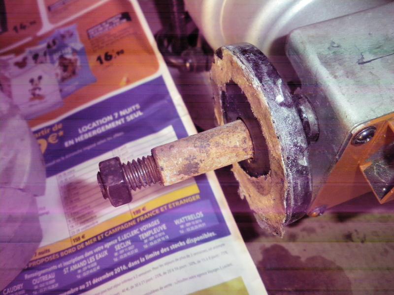 comment démonter une meule à eau . Imgp0311